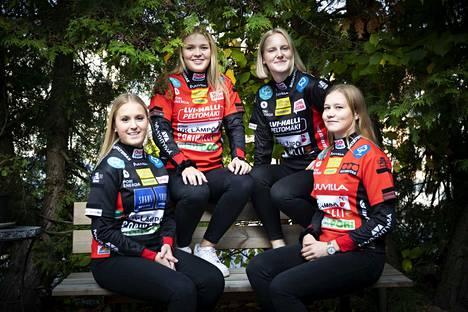 Pesäkarhut on jo aiemmin julkistanut uusia pelaajasopimuksia. Kuvassa ovat sopimuksen porilaisseuran kanssa jo tehneet Ella Kuusisto, Sanni Huhtala,  Elisa Pauna ja Tiia Peltonen.