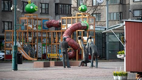 Kirjoittajan mielestä torin leikkipaikalle voisi miettiä uutta sijoituspaikkaa keskustan ulkopuoleltakin.
