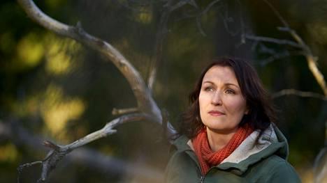 Kirjailija Tiina Raevaara kuvaa jännitysromaanissaan valtamerentutkimusta ja kauhuja ilmastokatastrofin keskellä.