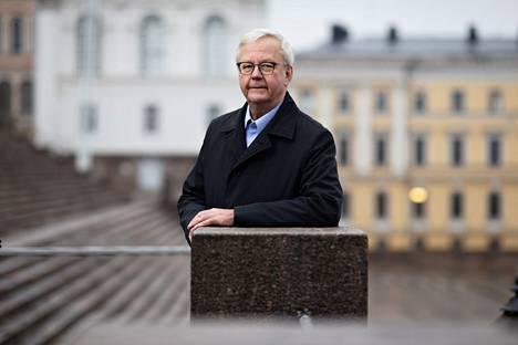 Salassapitosäännöksiä ei voi tulkita laajentavasti, vaan salaaminen rajoittuu arkaluonteisiin yksityiselämän tietoihin, professori Olli Mäenpää tulkitsee hallinto-oikeuden päätöstä.