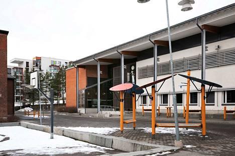 Pitkäjärven koululla Kangasalla on noin 500 oppilasta ja 40 henkilökunnan jäsentä. Koulun ovet pysyvät nyt kiinni ainakin viikon.