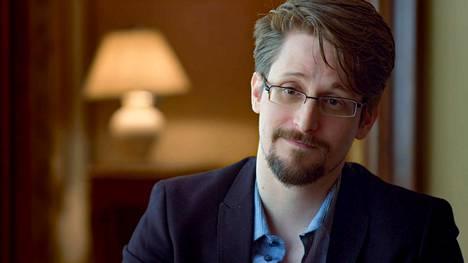 Edward Snowden pohtii, mikä saa ihmisen toimimaan, vaikka hän ymmärtää riskien olevan suuret. Hän paljasti Yhdysvaltain joukkovalvonnan.
