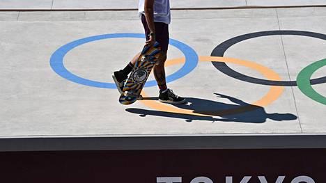 Tokion kisojen varjoissa kilpaillaan muussakin kuin urheilussa. Nämä kisat symboloivat Japanin uutta, kulttuurillista muutosta.