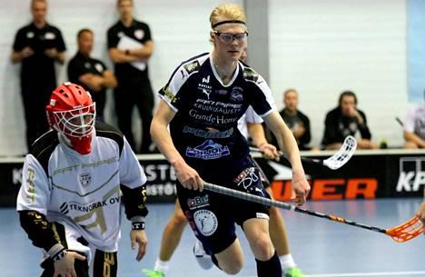 Joona Rantala teki kolme maalia Oulussa KrP:n hakiessa voiton OLS:tä 8–10-lukemin.