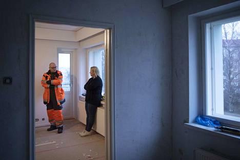 Porin kiinteistöasiamies Juha Luoma ja isännöitsijä Susanna Kivimäki kertovat, että Kiertokadun taloista ei synny enää tappiota.