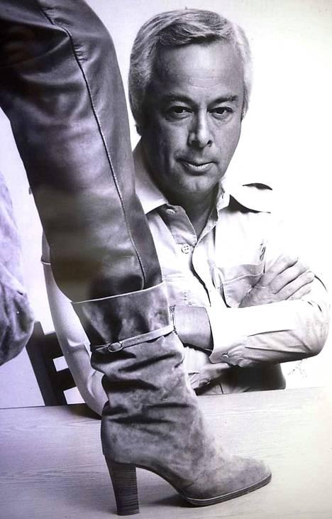 Pertti Palmrothin valmistamia kenkiä vietiin moniin maihin.