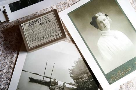 Luvialainen Hanna Heinilä ikuisti Luvian maisemia kamerallaan sata vuotta sitten. Hanna Heinilä on itse kuvassa oikealla.
