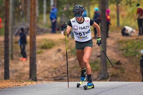 Josefiina Böök osallistui rullahiihdon SM-kilpailuihin Vuokatissa syyskuun puolivälissä. Kaatuminen kilpailun aikana varjostaa Böökin tulevaa kilpailukautta.