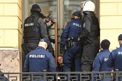 Poliisi otti kiinni 52 protestoijaa.