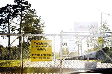 Google Haminassa. Google investoi merkittävästi lisää Haminassa sijaitsevaan datakeskukseensa. Googlella on iso vaikutus koko Haminan talouteen. Googlen alueen portti.