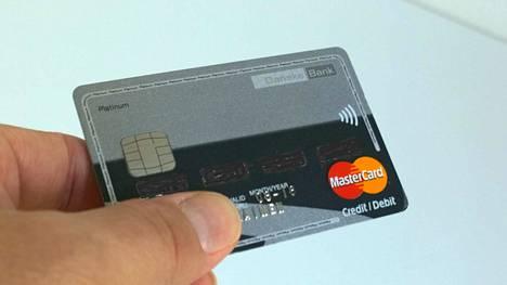 Nakkila hankkii kunnanjohtajalleen luottokortin. Kuvituskuva.