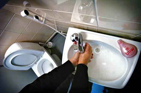 Oppilaat pesevät kätensä aina tullessaan ulkoa sisään, lähtiessään ulos sekä ennen ja jälkeen ruokailun.