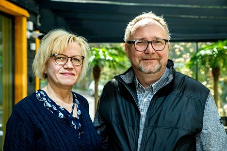 Marja-Liisa ja Jukka Hakosalo haluavat asua talviasuttavassa loma-asunnossaan Nokian Taivalkunnan Kontaassa vakituisesti. He saivat Nokian kaupungilta rakennusluvan vanhan mökin purkuun ja uuden rakentamiseen, mutta sitten tuli ongelmia.