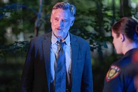 Oman menneisyytensä kanssa kamppaileva poliisietsivä Harry Ambrose tutkii sarjan kolmannella kaudella uransa vaarallisinta juttua.