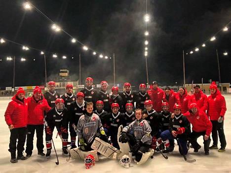 Tämä joukkue kaatoi yhden Venäjän kovimmista jääpallojoukkueista.
