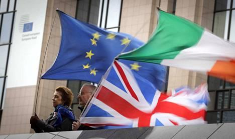 Britanniassa ja myös sen parlamentissa on vielä runsaasti heitä, jotka toivovat uutta kansanäänestystä ja koko EU-eron peruuntumista.