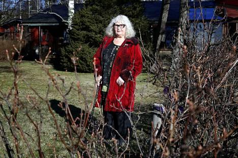 Porilaiskirjailija Leila Tuuren kirjoitusote vangitsee jälleen mukaansa, kirjoittaa Jari Olavi Hiltunen arviossaan romaanista Tuulentuojat.