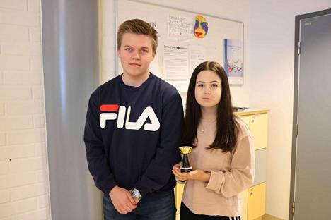 Toisen vuosikurssin tsempparina palkittiin jalkapalloa pelaava Ossi Leppälä. Vuoden urheilulinjalainen on toisen vuosikurssin opiskelija Emmi Viljanen. Hänen lajinsa on klassinen voimanosto.