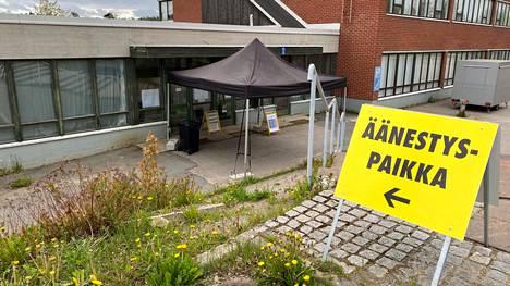 Jämsässä ennakkoäänestyspaikalla valmistauduttiin ottamaan vastaan ensimmäiset äänestäjät keskiviikkoaamuna.