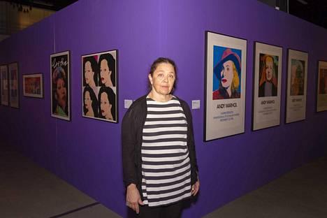 Ripustuksen suunnitellut näyttelyarkkitehti Taina Väisäsen on vastannut myös Muumimuseon näyttelyiden rakentamisesta.
