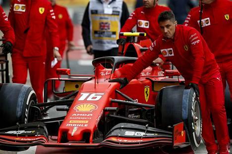 Ferrarin kisastrategia on merkittävästi erilainen kuin pahimmilla kilpailijoilla.