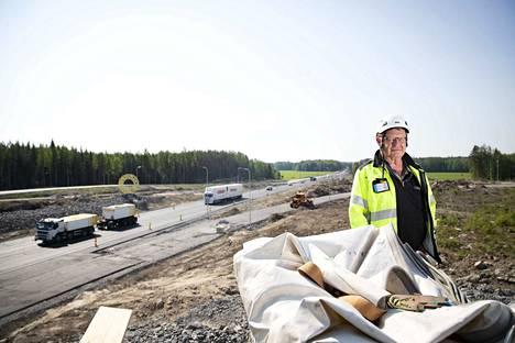 Vastaavan työnjohtajan Bent Poussun mukaan risteys valmistuu aikataulussa. Kaikki uudet väylät ovat käytössä elokuun loppuun mennessä. 8-tiellä kulkee risteyksen kohdalla reilusti yli 10000 ajoneuvoa vuorokaudessa. Joukossa on runsaasti raskasta liikennettä.