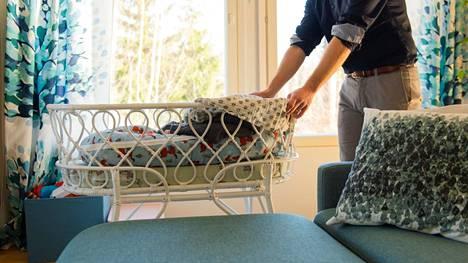 Isille kiintiöityjen perhevapaapäivien määrä kasvaa uudistuksessa.