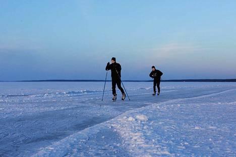 Näsijärven retkiluistelurata sai Tampereen kaupungilta 20 000 euron avustuksen. Luistelukausi on alkanut Näsijärvellä tyypillisesti tammikuun puolella. Kuva tammikuulta 2017.