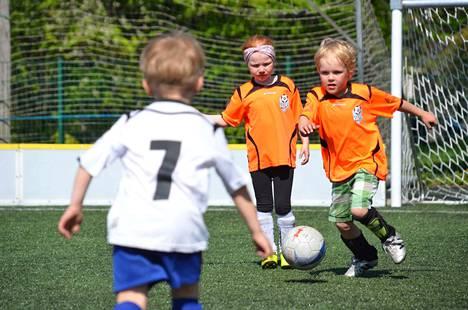 Futisliiga on FC Vapsin järjestämä korttelisarja, joka on tarkoitettu 5–12-vuotialle lapsille. Tämä kuva on viime kesältä.
