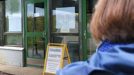 Jämsäläisistä äänesti ennakkoon 33,2 prosenttia eli 5563 äänioikeutettua. Äänioikeutettuja on Jämsässä 16 774.