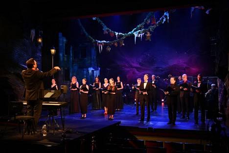 Tampereen Teatterin näyttelijöiden perinteinen joulukonsertti striimattiin kotikatsomoihin lauantai-iltana.