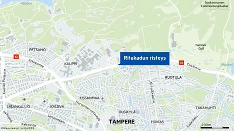 Teiskontiellä Tampereella sattui kahden auton nokkakolari risteysalueella tiistaiaamuna 12.10.
