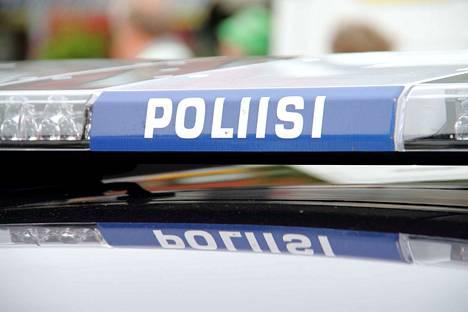 Poliisi epäilee Köyliöntieltä ojaan autolla suistunutta miestä liikenneturvallisuuden vaarantamisesta.