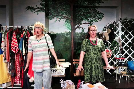 Teija Söderholm ohjaa ja näyttelee, Maj-Britt Lahdenperä näyttelee. Kolmantena näyttelijänä Naantalin teatterin esityksessä on Mikko Österman.
