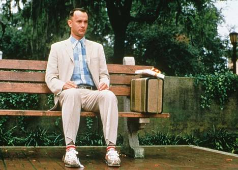 Forrest Gump -elokuvassa Tom Hanks on puistonpenkin pyhänä yksinkertaisuutena lopulta yksinäinen hahmo.