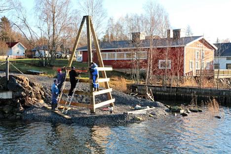Merikarvia-seura hyödynsi vuonna 2018 Leader-hanketta maankohoamisen muistomerkin hankkimiseksi.