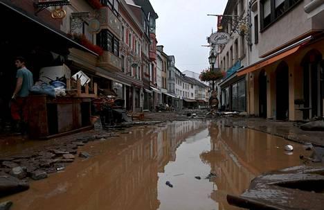 Voimakkaat tulvat ovat tuhonneet taloja Saksan länsiosissa. Kuva on otettu torstaina.