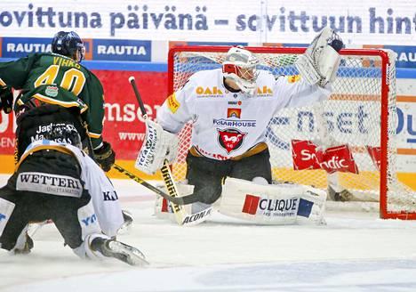 Ässien ensi kauden maalivahtikaksikon ensimmäinen palanen on kiinnitetty. 186-senttinen Sami Aittokallio saapuu Poriin. Kuva kaudelta 2015–2016, jolloin maalivahti edusti Kärppiä.