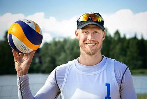 Mikko Eskoon kesään kuuluu maajoukkueleirityksen ja lentopalloharjoittelun lisäksi myös beach volleyn pelaamista. Beach volleyta Esko pitää loistavana harjoitusmuotona lentopallolle sen toistojen ja fyysisyyden kautta.