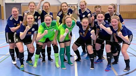 FC Nokian naiset pääsivät juhlimaan kauden viimeisen kamppailun päätteeksi Ykkösen voittoa sekä nousua liigaan.