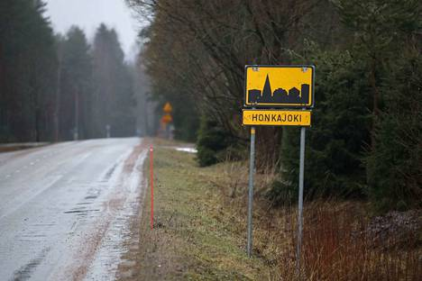 Näännyttämisen sijaan Honkajoelle olisi voinut antaa rahaa kuntalaistensa lakisääteisiin palveluihin, kuten muillekin ihan yhtä kuolleille kylille, kirjoittaa Miikka Kristian Satama.