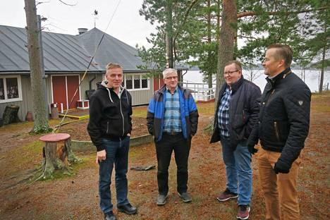 Nuorisoseuran ylläpitämältä Myllyniemen lavalta on alkanut monen pariskunnan yhteinen taival, vahvistavat Arto Taisto, Tapani Heinonen, Jussi Helin ja Juha Heinämäki.