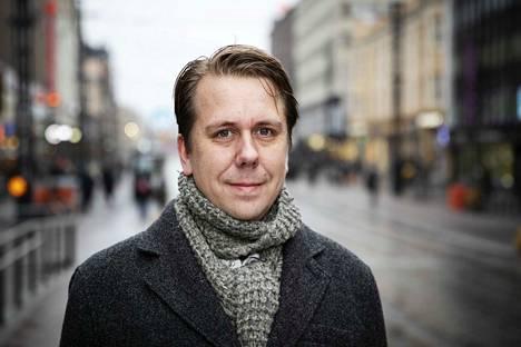 Jaakko Stenhäll (vihr.) vastaa apulaispormestarina asunto- ja maapolitiikkaan liittyvistä asioista.