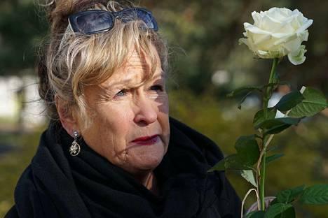 Näyttelijä Sinikka Sokka tuli jättämään jäähyväiset ystävällensä.