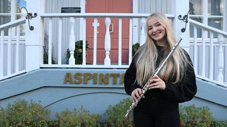 13-vuotias Eveliina Eloranta soittaa monia instrumentteja, mutta huilusta kaikki lähti liikkeelle 4–5 vuoden iässä.
