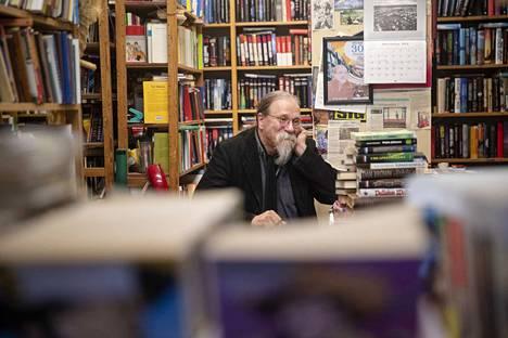 Markku Rannan piti lopettaa Nortamonkadun varrella sijaitseva kirja-antikvariaattinsa jo viime vuoden alkupuolella. Ovien säppiin paneminen on kuitenkin siirtynyt reilulla vuodella eteenpäin.
