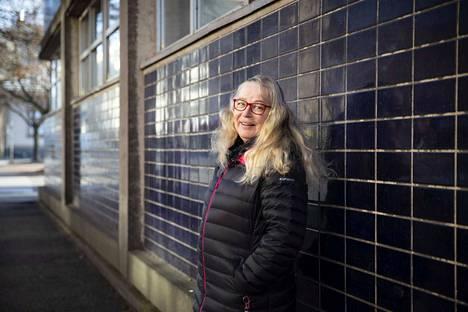 Porilaislähtöinen, eläkkeellä oleva toimittaja Kiti Pölönen julkaisi kirjan Ystävyyden ydinmehua Porissa tiistaina. Osin tositapahtumiin perustuva kirja kuvaa erilaisia ystävyyksiä lapsuudesta vanhuuden päiviin.