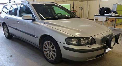 Poliisi on pyytänyt jo aiemmin havaintoja harmaan Volvon liikkeistä.