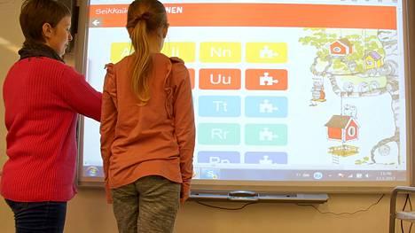 Kouluissa on nykyään käytössä muun muassa älytaulut.