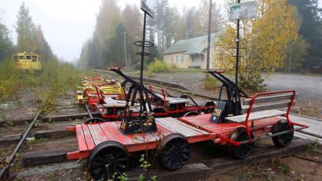 Poikittaisliikenne on nykyään Suomen rautateillä varsin vaatimattomalla tasolla.  Pohjois-Satakunnassa henkilöliikennettä ei ole, ellei matkailukäytössä olevia Pomarkun resiinoita lasketa.